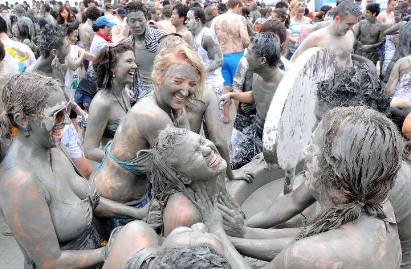 Weird Festivals Around The World: दुनिया के अजब गजब त्यौहार