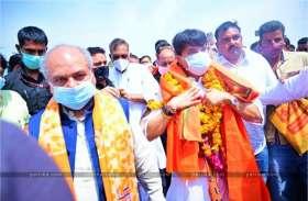 मुरैना पहुंचे ज्योतिरादित्य सिंधिया, केंद्रीय मंत्री नरेंद्र तोमर के साथ इन नेताओं ने किया स्वागत, देखें वीडियो