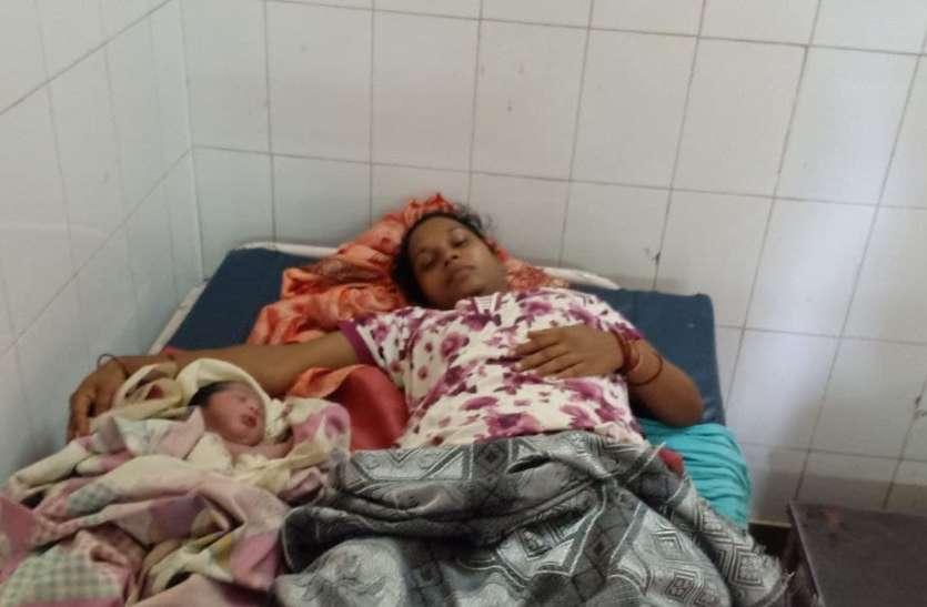 ट्रेन में महिला को हुई प्रसव पीड़ा, अस्पताल में दिया बेटे को जन्म