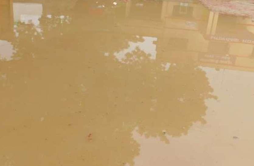 जलभराव की समस्या से निजात की उठाई मांग