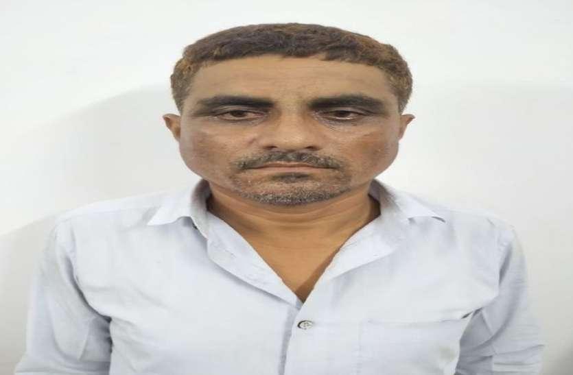 बाड़मेर जिले के शिक्षक को डूंगरपुर में 12.17 लाख की नकदी के साथ दबोचा