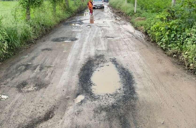 Gujarat:  सडक़ों पर गड्ढों की मरम्मत के लिए मंत्री ने जारी किया नंबर, लोगों से खस्ताहाल सडक़ों के फोटो भेजने की अपील