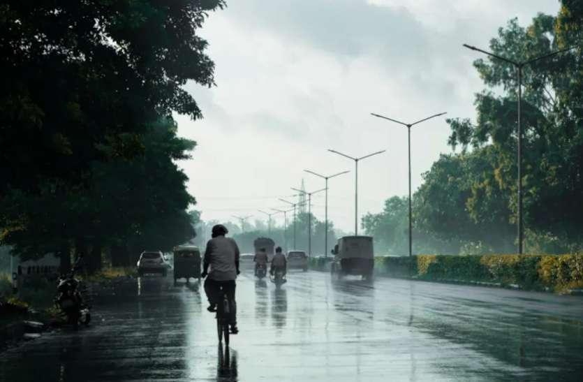 Delhi Weather News Updates Today : दिल्ली के लिए मौसम विभाग ने जारी किया 'येलो' अलर्ट, कुछ जगहों पर भारी बारिश की संभावना