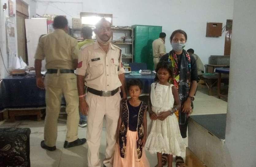 भीख मांगकर 2 मासूमों को पालने वाली मां ने तोड़ा दम, अनाथ बेटियों को बिलखते देख पहुंची पुलिस, फिर...