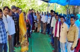शिक्षकों के इस काम की हो रही सराहना, शिक्षक की 13वीं पर पत्नी को दिए 1 लाख रुपए