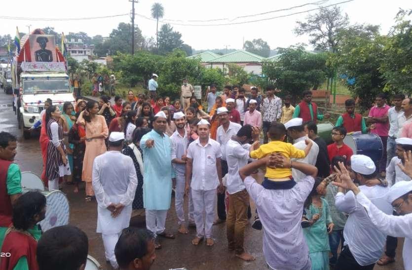 भगवान श्री आदिनाथ का सर्वोदय तीर्थ जैन मंदिर से निकाली गई शोभायात्रा