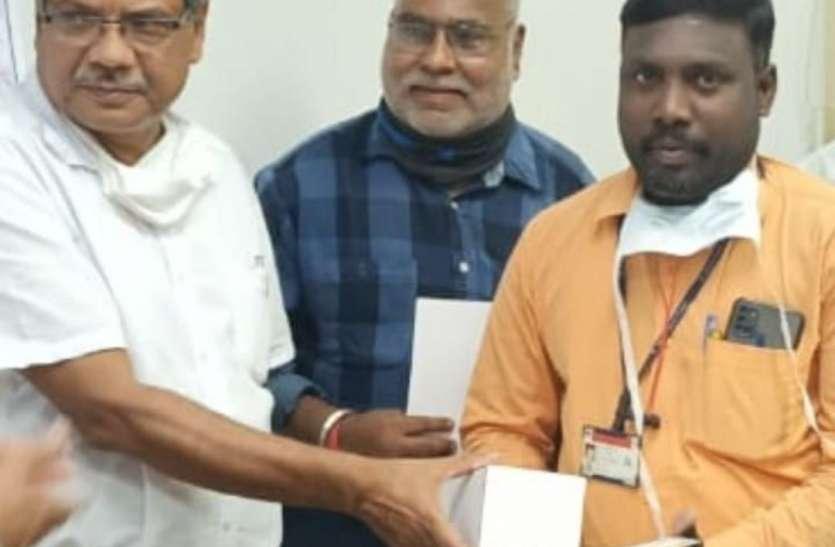 बीएसपी के सीजीएम ने आपदाकाल सेवा सम्मान से वासुदेवन को किया सम्मानित