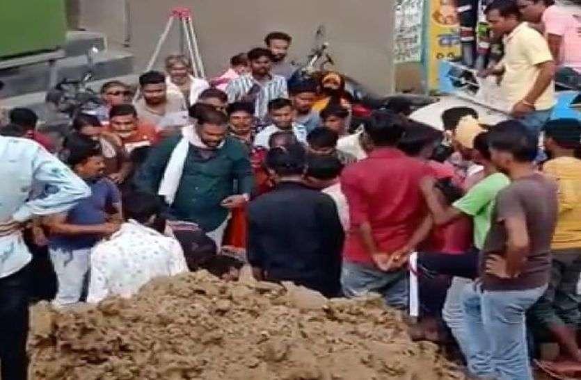 कोटा में हादसा : दस फीट गहरे गड्ढे की मिट्टी धंसी, मजदूर की मौत