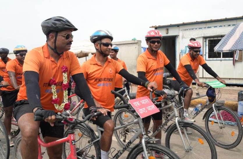 Gujarat: कश्मीर से निकली बीएसएफ जवानों की साइकिल यात्रा अहमदाबाद पहुंची