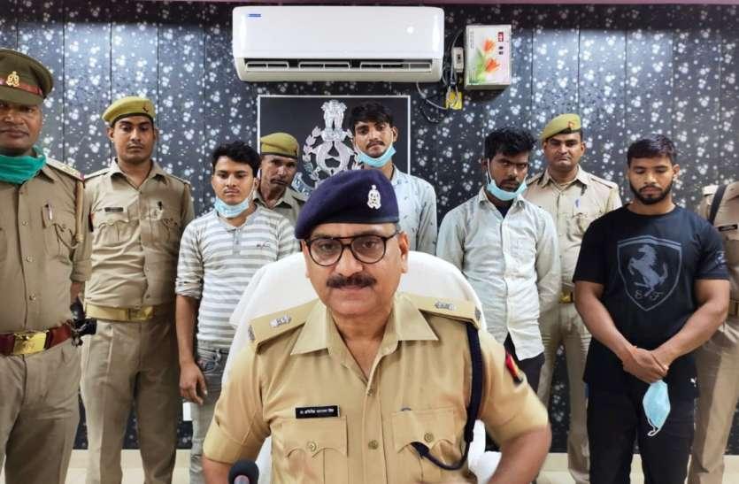 चोरी की बाइक से मोबाइल छिनैती करने वालों से बरामद हुए 36 मोबाइल, चार गिरफ्तार