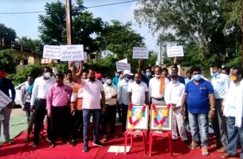 मॉयल भरवेली के सामने कामगारों ने दिया धरना