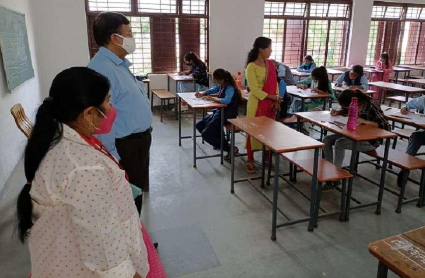 1753विद्यार्थियों ने हल किया परीक्षा,903 रहे अनुपस्थित