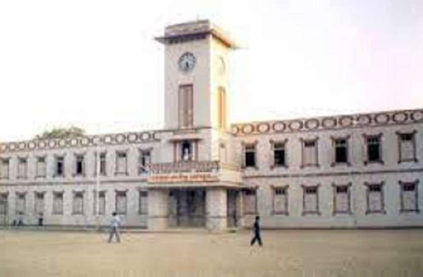 दांडी यात्रा के दौरान आणंद के डी.एन. हाईस्कूल में दो रात रुके थे गांधीजी