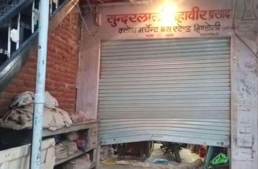 दुकानों के शटर तोड़ कर गल्ले में रखे सवा लाख रुपए पर कर गए हाथ साफ