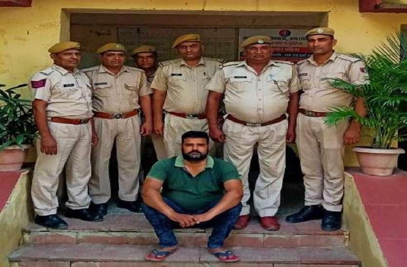 नौकरी का झांसा दे राशि हड़पने वाला सरकारी शिक्षक पकड़ा, मांगे थे 10 लाख रुपए
