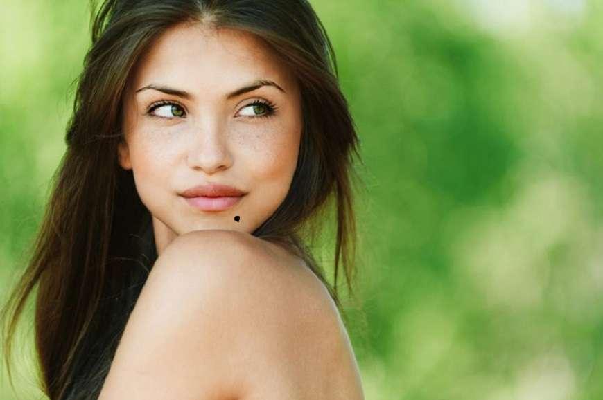 आपके शरीर में तिल केवल आपकी खूबसूरती नहीं बढ़ाते बल्कि अपने साथ कुछ राज भी छुपाये रहते है