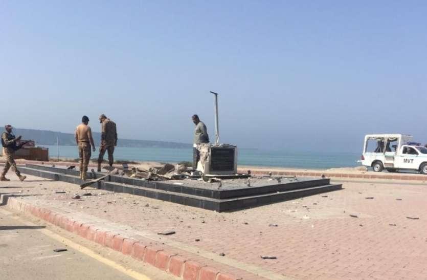 पाकिस्तान में जिन्ना के स्टेच्यू को बम से उड़ाया, इमरान सरकार हालात संभालने में नाकाम