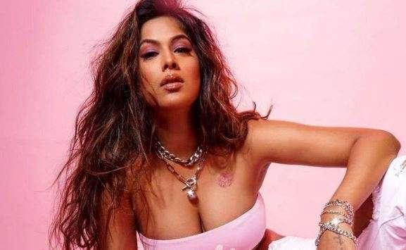 जब निया शर्मा ने ईशा शर्मा के साथ किया था लेस्बियन किस, लड़कों को किस करने को लेकर कही थी ये बात
