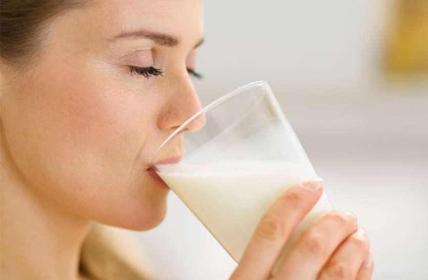 Health Tips: सेहत के लिए फायदेमंद होता है दूध, लेकिन इन बीमारियों करें परहेज