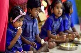 अमेठी के सरकारी स्कूल में अनुसूचित जाति के बच्चों को अलग मिलता है मिड डे मील, शिकायत करने पर प्रधानाध्यापिकाकरती हैं पिटाई