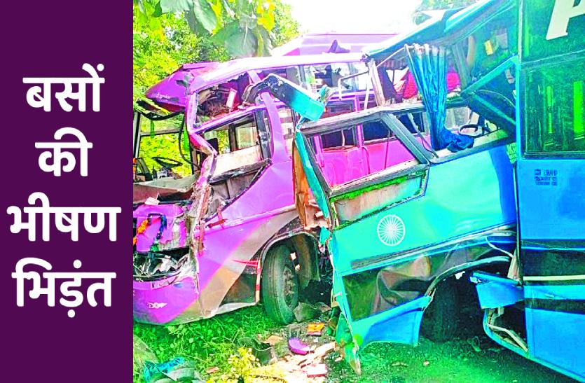 हाइवे पर टकराई बसें, सड़क हादसे में 11 की मौत