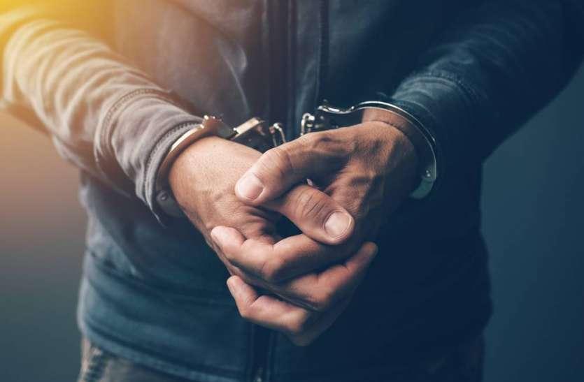 नाबालिगों को नशे की लत लगाकर कराते थे चोरी-लूट, पुलिस ने 5 आरोरियों को किया गिरफ्तार