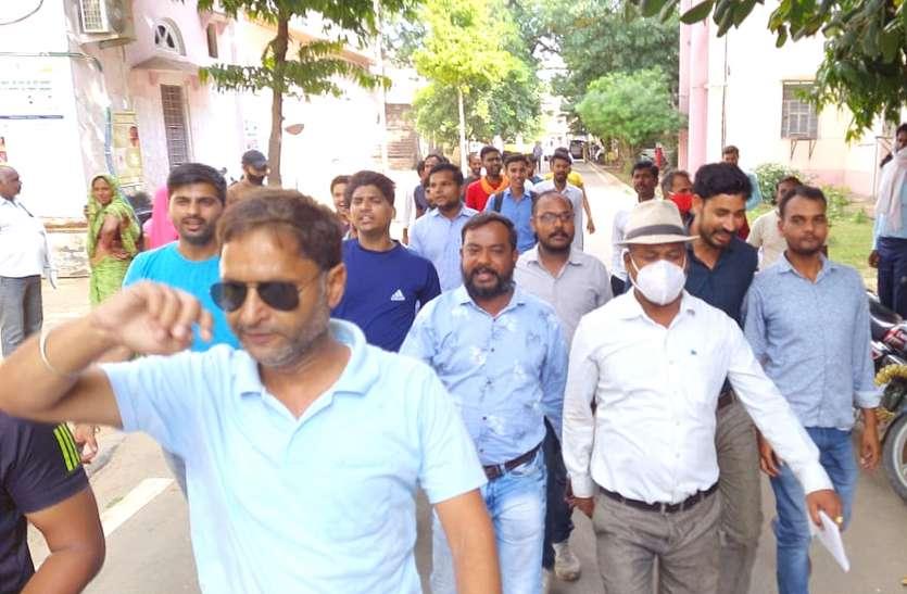 रीट परीक्षा : अभ्यर्थियों ने रैली निकाल, जताया रोष