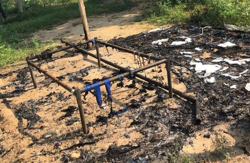 बजरी माफिया ने चैकपोस्ट में  लगाई आग