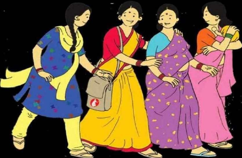 गांव की बुजुर्ग महिलाओं की मदद को आगे आया women self help group