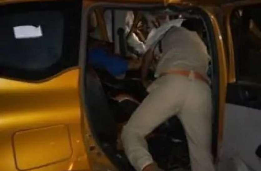 कार डंपर में घुसी, तीन पुलिसकर्मी सहित चार की मौत