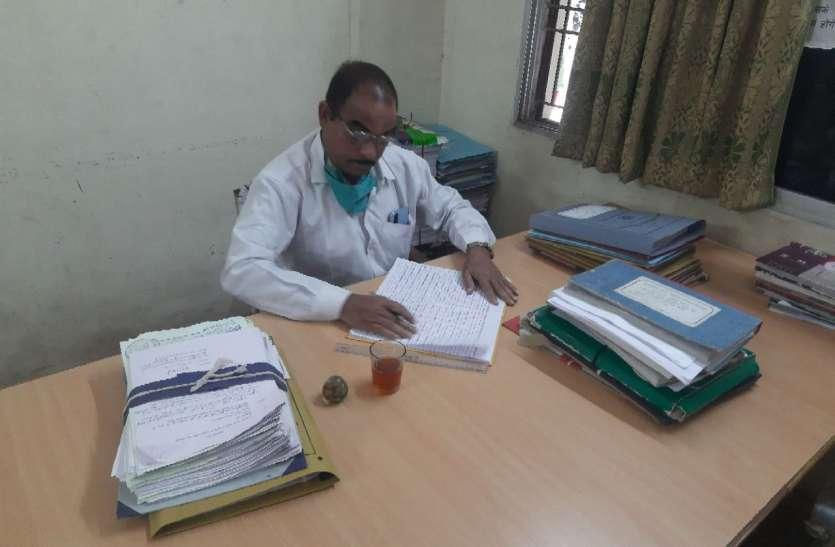 Bhilai अनुग्रह राशि का आवेदन लेने वाले कर्मियों की नहीं हुई ट्रेनिंग, बैंक कर्मी की तरह कर रहे व्यवहार