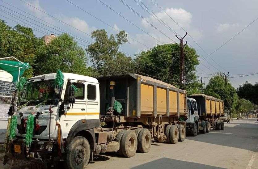 बजरी का अवैध परिवहन करते चार वाहन जब्त, चालक डिटेन