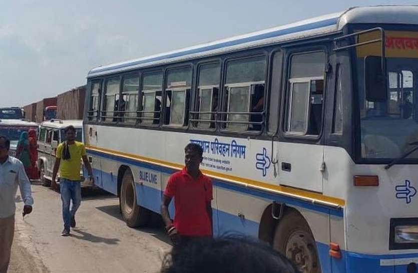 पापड़ी फाटक के समीप टैंकर का टूटा एक्सल, चार घंटे यातायात बाधित