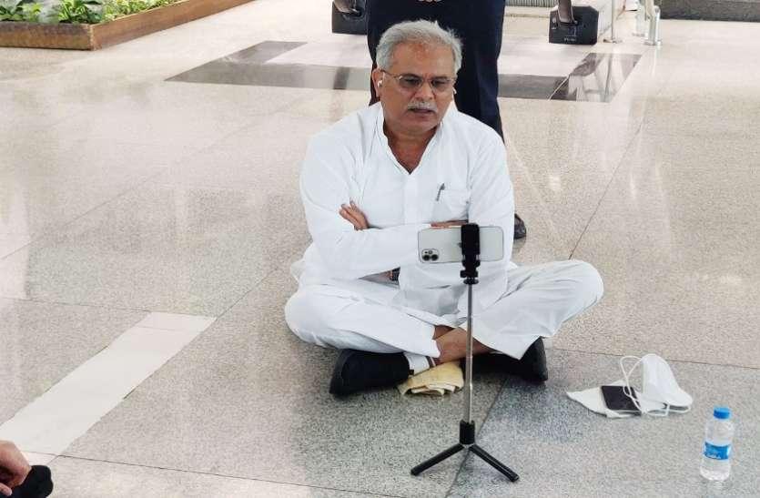 सीएम बघेल का लखनऊ एयरपोर्ट पर 3 घंटे धरना, यूपी सरकार के अफसरों ने धारा 144 का हवाला देकर रोका