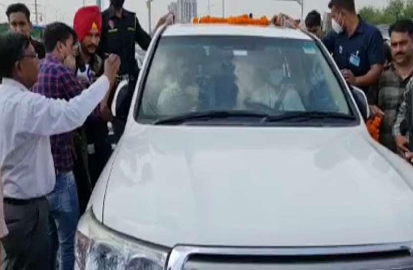 लखीमपुर खीरी जा रहे सचिन पायलट के काफिले को गाजीपुर बॉर्डर पर रोका, सिर्फ 4 लोगों को मिली अनुमति