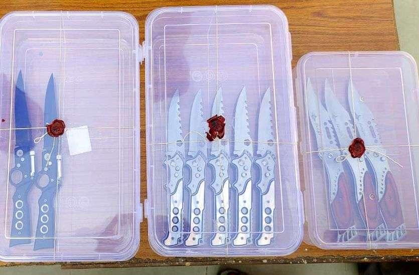 कोटा की एक दुकान पर मिले खतरनाक चाकू, पुलिस भी हैरान
