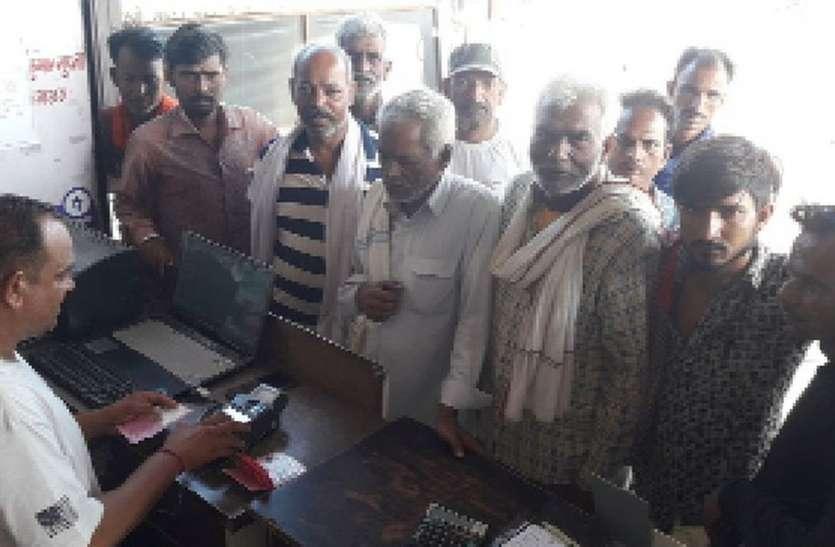 डीएपी की किल्लत ने बढ़ाई किसानों की परेशानी