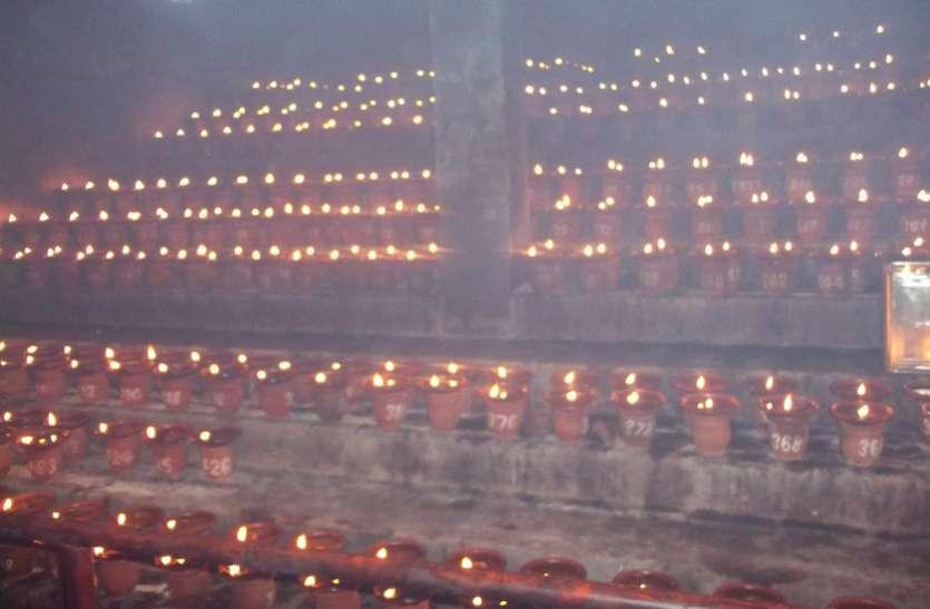 देवी मंदिरों में ज्योत प्रज्वलित, दर्शन के लिए उमड़े श्रद्धालु