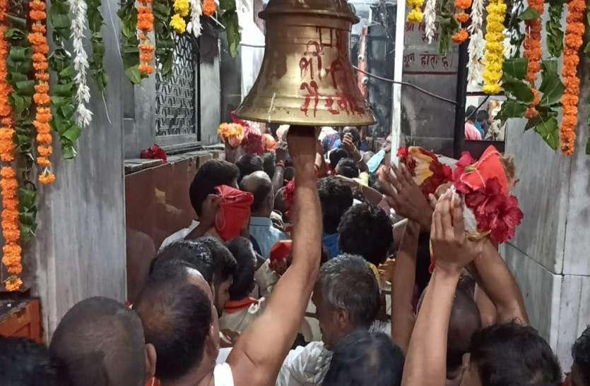 नवरात्र 2021 : विंध्याचल में दूसरे दिन मां ब्रह्मचारिणी की पूजा, उमड़ा भक्तों का सैलाब