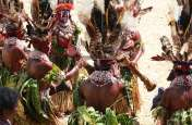 Strange Tribal Traditions: आदिवासियों की यह अजीबोगरीब रस्में डाल देंगी हैरानी में