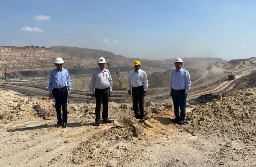 कोयला संकट: एनसीएल अधिकारी खदान पर उतरे, उत्पादन बढ़ाने पर जोर