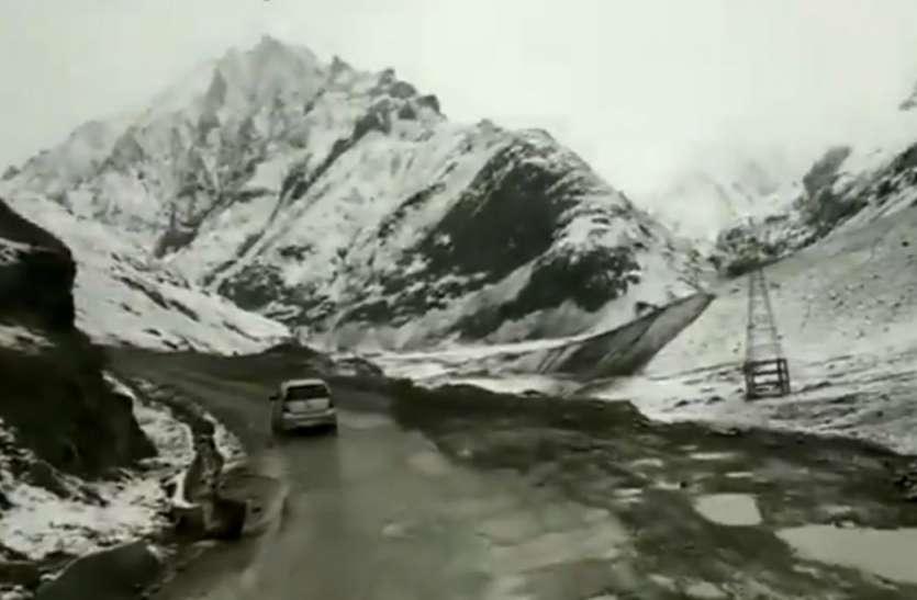 जम्मू-कश्मीर के कुपवाड़ा में पहला Snowfall, बर्फ की सफेद चादर से ढंकी घाटी
