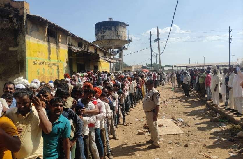 खाद का संकट बरकरार: किसानों ने किया चक्काजाम