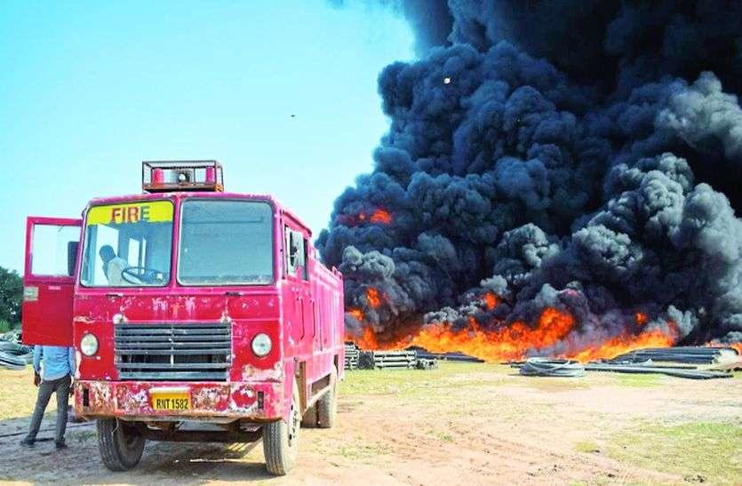पाइप गोदाम में लगी आग, पांच करोड़ के नुकसान का अनुमान