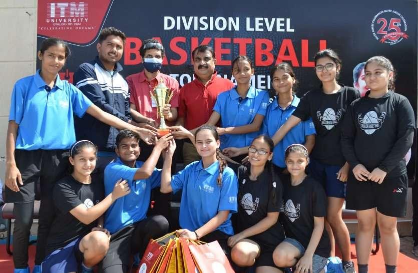 गल्र्स कैटेगरी में आइटीएम और ब्वॉयज में डीसीसी टीम ने जीती ट्रॉफी