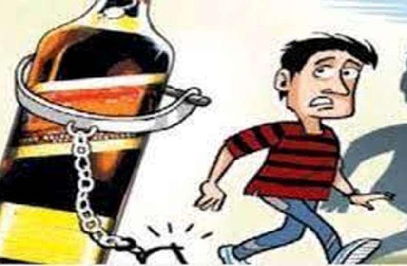 अवैध शराब के ठिकानों पर पुलिस की छापेमारी, तीन जने गिरफ्तार
