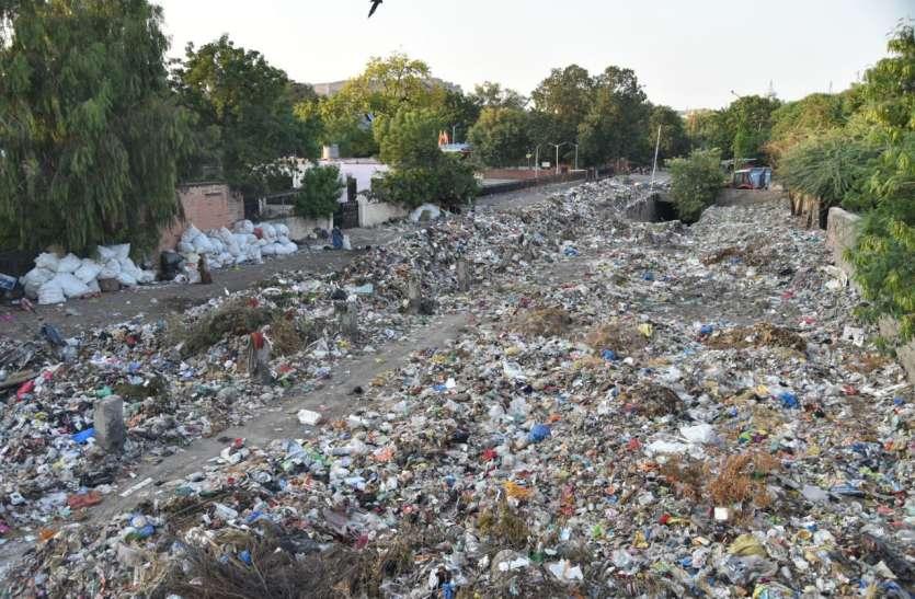 RAILWAY ----देश का नम्बर 1 रेलवे स्टेशन कचरे के ढेर पर