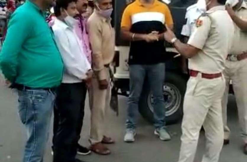 अतिरिक्त ट्रैफिक पुलिसकर्मी तैनात, दुकानों के बाहर सामान न रखने पर सहमति