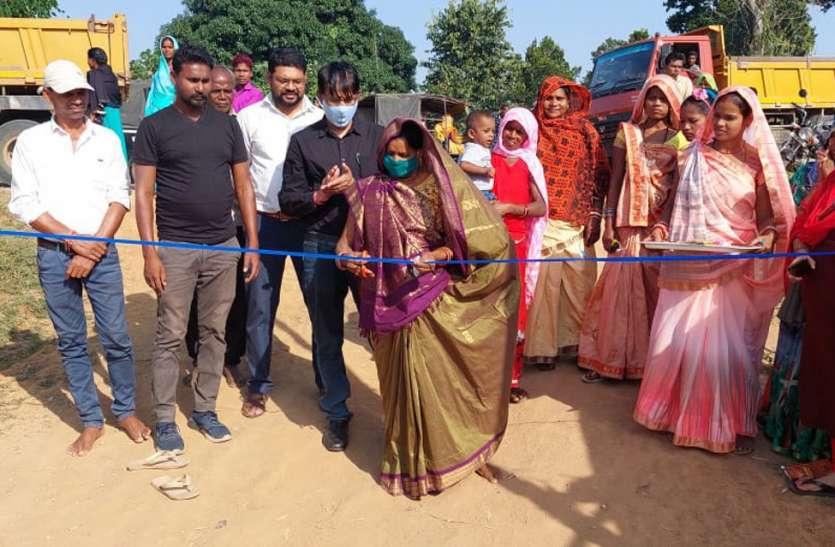 अब स्व सहायता समूह की महिलाओं के हाथों में हाट बाजार की कमान