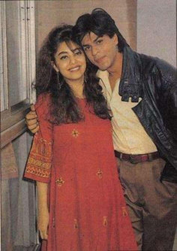 देखिए 90s की इन खास तस्वीरों को जिसमें शाहरुख़ खान और गौरी खान बेहद खुश नजर आ रहे हैं